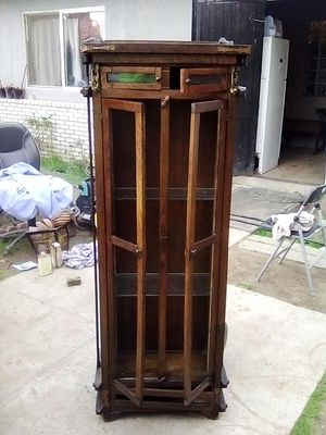 Antique cabinet. for Sale in Fresno, CA