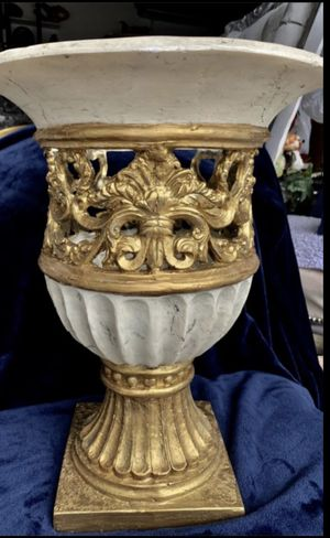 Vase and pedestal for Sale in Pompano Beach, FL