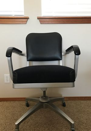 Spinning office chair with wheels. for Sale in Kennewick, WA