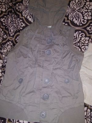 Tan girls vest size large for Sale in San Angelo, TX