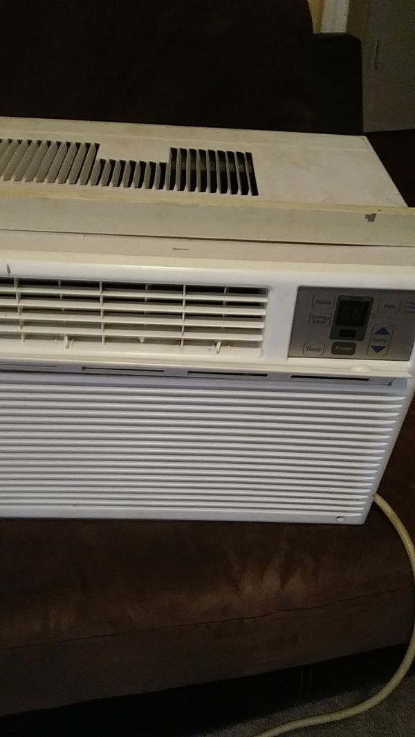 AC window unit blows out great air