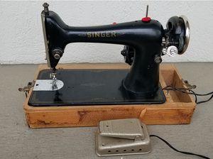 SINGER 1911 Model 66 Lock Stitch Sewing Machine Case/Light RUNS GR8! for Sale in Fort Lauderdale, FL
