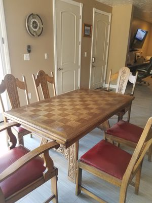 Antique table and chairs for Sale in Las Vegas, NV