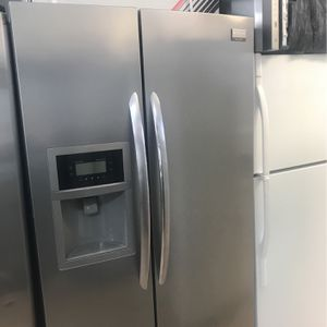 Refrigerator Frigidaire Gallery Side By Side Stainless Steel for Sale in Pompano Beach, FL