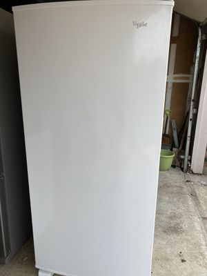 Whirlpool upright freezer 18 cu ft for Sale in Lewisville, TX