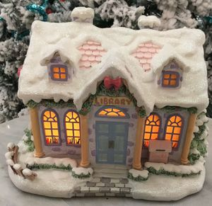 Collectible Hawthorn Christmas Village (Quite Time Library). for Sale in Tampa, FL