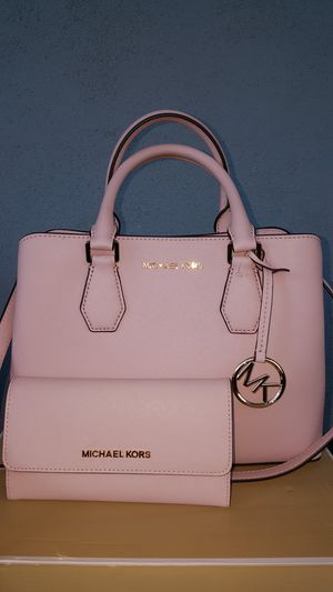New Authentic Michael Kors Medium Baby Pink Handbag Comes With A Long Shoulder Strap And Matching Wallet 🌹🌷🌹🌷 for Sale in Pico Rivera, CA