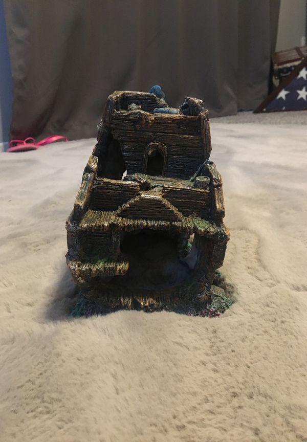 Aquarium ship wreck