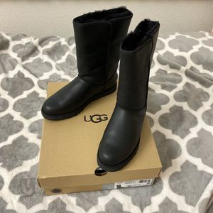 UGG leather water-resistance boot, Women Sz 7 for Sale in San Bruno, CA