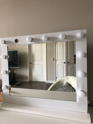 LED Makeup Mirror/Vanity (Doesn't work) for Sale in Baltimore, MD