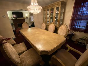 Dining table for Sale in Teaneck, NJ
