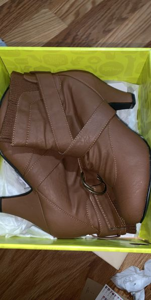 Brown booties size 8 for Sale in West Covina, CA