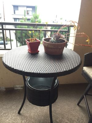 Bar table with ice pail. (Brown), Patio Furniture for Sale in Los Angeles, CA