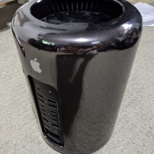 Apple Mac Pro Desktop 3.7ghz for Sale in Redmond, WA