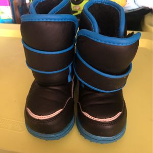 Size 6 Toddler Winter Boots for Sale in Murfreesboro, TN
