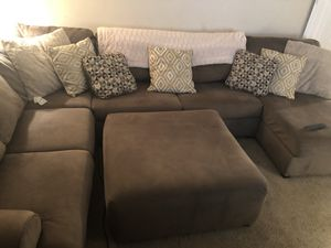 3 pc sectional with Ottoman for Sale in Wilmington, DE