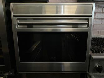 WOLF 30IN SINGLE WALL ELECTRIC OVEN for Sale in Menifee,  CA
