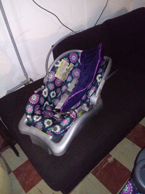 Baby car seat and stroller for Sale in Belleville, IL