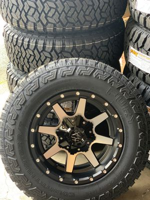 """New 4WD Toyota Tacoma Wheels and 32"""" Off Road Tires for Sale in Clackamas, OR"""