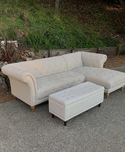 Tufted Sectional Chaise Sofa : Free Delivery for Sale in Oakland,  CA