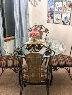5-piece Dining Room Set - Excellent Condition for Sale in Tacoma,  WA