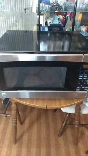 Microwave Oven it is a General Electric and the model is JES2051SN2SS for Sale in Cleveland, OH