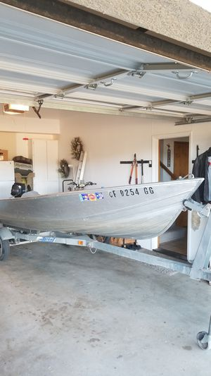 14 foot Gregor w/ trailer and 7.5 mercury motor for Sale in Oroville, CA