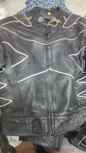 2 pc motorcycle suit for Sale in Irving, TX