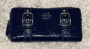 Authentic Coach Large Shiny Black Zippered Wallet Broken Zipper for Sale in MIDDLEBRG HTS, OH