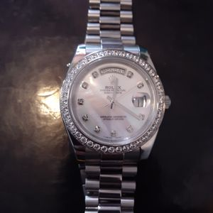 Nice watch in great condition for Sale in Philadelphia, PA