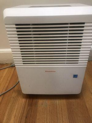 Ocean Breeze dehumidifier 30 Pints a day for Sale in Revere, MA