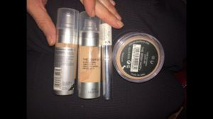 The Body Shop Concealer, Foundation, and Face Powder Lot of 4 for Sale in Renton, WA