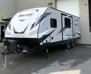 Pristine Travel trailer RV keystone ultra lite 243BHS for Sale in Miami, FL