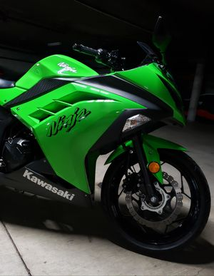 2015 KAWASAKI NINJA 300 WITH ABS LIKE A NEW☆☆ for Sale in Los Angeles, CA