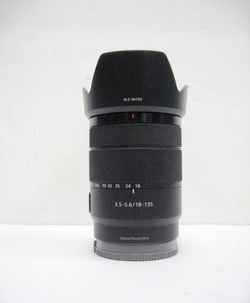Sony 18–135mm F/3.5-5.6 OSS Zoom Lens SELP18135 E-Mount for Sale in Los Angeles,  CA