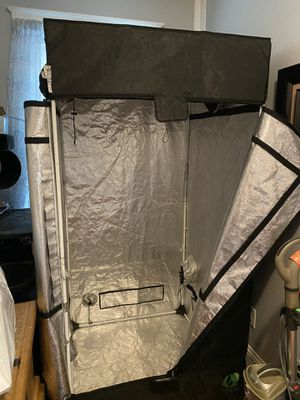 3x3 growlabs grow tent. Waterproof removable bottom included. for Sale in Malden, MA