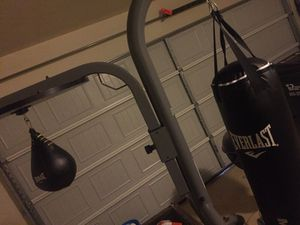 Everlast Heavy bag, speed bag, stand. Like new, never outside. for Sale in Kyle, TX