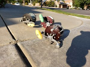 Lot Of 3 Vintage Fishing Reels All Penns Model 500 & 26 & 60 for Sale in Alta Loma, CA
