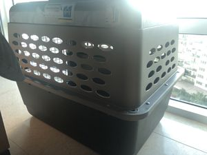 Crate for mid-size dogs for Sale in Miami, FL