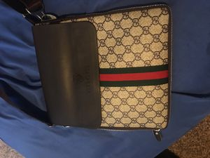Gucci shoulder bag for Sale in Hilliard, OH