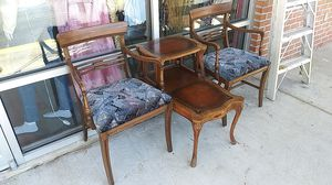 VINTAGE CHAIRS & END TABLE SET for Sale in Snellville, GA