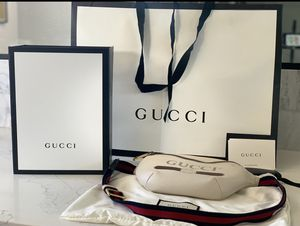 Authentic Gucci logo belt bag with original packaging and Id card for Sale in Las Vegas, NV