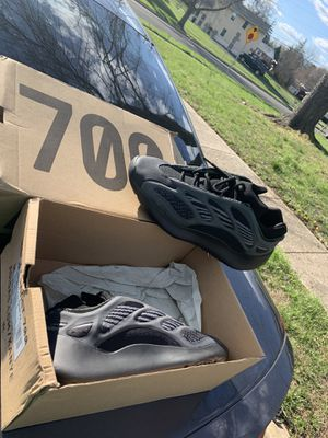 Yeezy 700 V3 men size 10.5 for Sale in Baltimore, MD