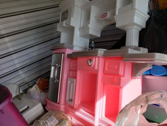 Little Tikes Pink And White Kitchen for Sale in Grafton,  WV