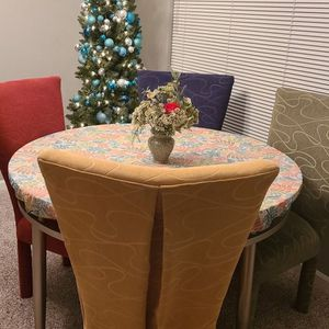 "48"" Round Table With 4 Upholstered Chairs for Sale in Auburn, WA"