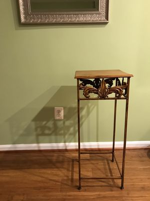 Flower / end table (moving sale) for Sale in Germantown, MD