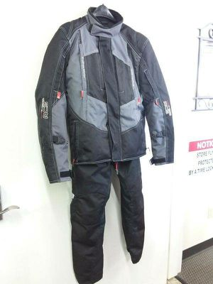 Sedici Woman's Medium Heavy duty Motorcycle #16 Jacket and Pants Combo (**December Special Sale Price!**) for Sale in Kent, WA