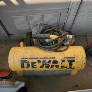 Dewalt 2 Gal Compressor for Sale in Fresno, CA
