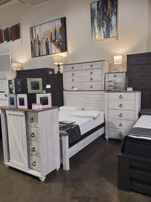 4 PC Queen Bedroom Set (Queen Bed, Dresser, Mirror, Nightstand Included), Whitewash for Sale in Westminster, CA