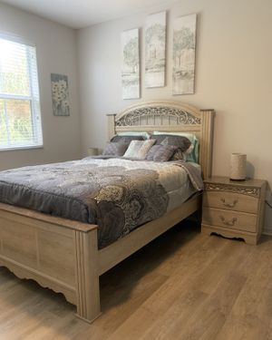 Two month old bedroom set for Sale in Hollywood, FL